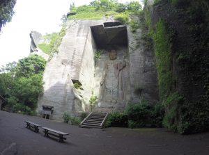 La déesse Hyakushaku-Kannon gravée dans la roche